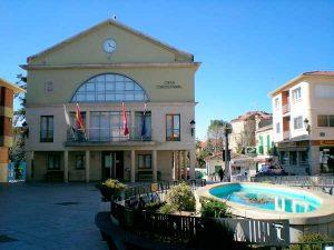 Plaza, fuente y Ayuntamiento de Soto del Real